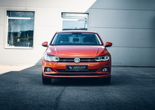 Volkswagen Polo pohľad spredu, oranžová farba titulná