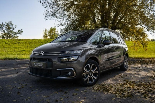 Citroën GRAND C4 Spacetourer- tojštvrťový pohľad spredu- šedá farba