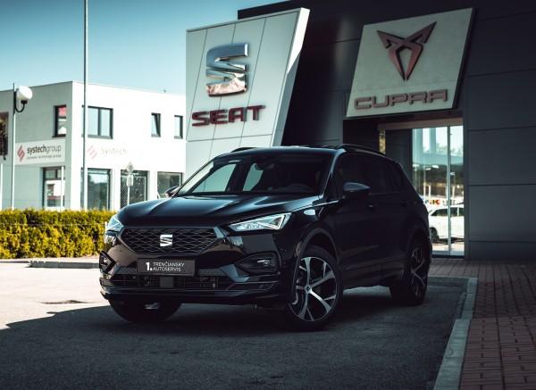 SEAT Tarraco trojštvrťový pohľad spredu- čierna farba  titulná