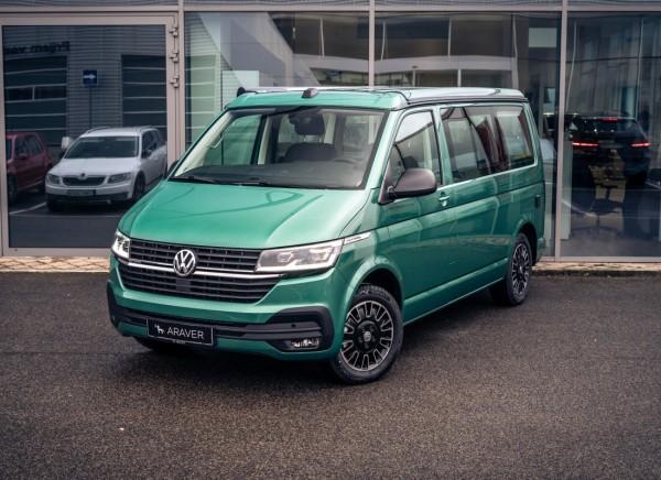 Volkswagen California 6.1 trojštvrťový pohľad spredu- zelená farba