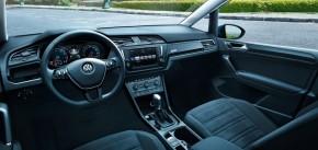 Volkswagen Touran interiér prístrojová doska 2