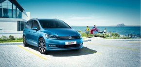 Volkswagen Touran trojštvrťový pohľad spredu
