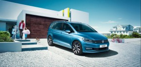 Volkswagen Touran trojštvrťový pohľad spredu 2