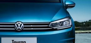 Volkswagen Touran pohľad spredu detail predná maska