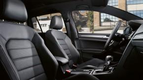 Volkswagen Golf interiér - detail predné sedačky