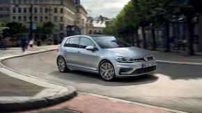 Volkswagen Golf trojštvrťový pohľad spredu vpravo