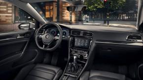 Volkswagen Golf interiér - detail prístrojová doska