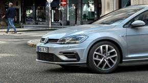 Volkswagen Golf  pohľad z boku detail predná maska a koleso