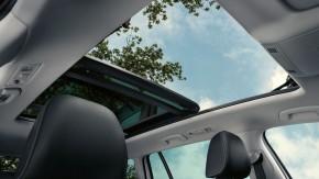 Volkswagen Golf  interiér- panoramatické strešné okno
