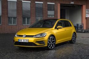 Volkswagen Golf  trojštvrťový pohľad spredu vľavo 2