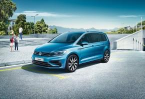 Volkswagen Touran trojštvrťový pohľad spredu vľavo