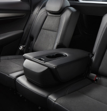 ŠKODA Karoq interiér- zadné sedačky - stredná sedačka sklopená