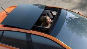 Volkswagen Polo pohľad zhora detail strešné okno