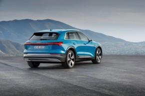 Audi e- tron- trojštvrťový pohľad zozadu, vpravo
