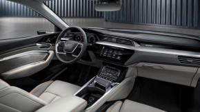 Audi e- tron- interiér- detail prístrojová doska