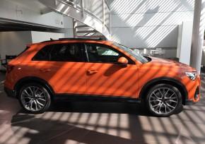 Audi Q3  pohľad z boku vpravo oranžová