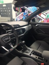 Audi Q3  interiér- detail prístrojová doska