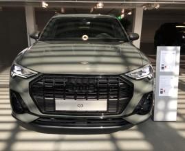 Audi Q3  pohľad spredu šedá