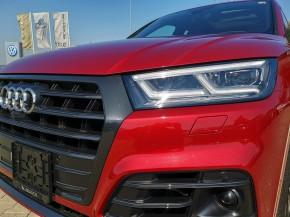 Audi Q5 detail predná maska +svetlo