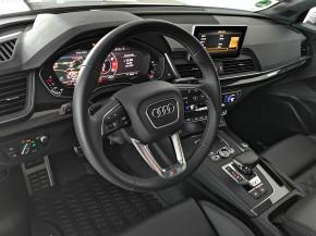 Audi Q5 detail interiér- palubná doska