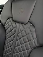 Audi Q5 detail interiér- predné sedačky- sline