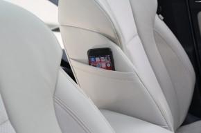 ŠKODA SCALA detail predné sedačky, bočné vrecko