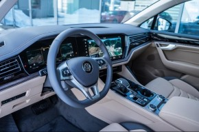 Volkswagen Touareg detail prístrojová  doska, detail na volant