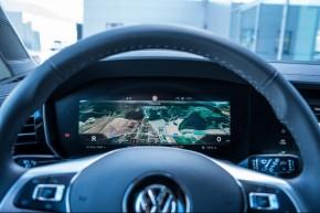 Volkswagen Touareg detail volant, navigácia