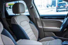 Volkswagen Touareg detail predná sedačka