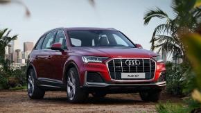Audi Q7- trojštvrťový pohľad spredu- červená farba