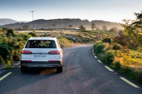 Audi Q7- pohľad zozadu - biela farba
