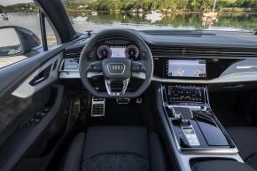 Audi Q7- interiér, detail prístrojová doska - biela farba