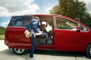 SEAT Alhambra posledné kusy- auto pre rodinu- červená farba
