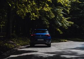 Volkswagen T-Roc pohľad zozadu, modrá farba