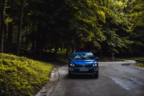 Volkswagen T-Roc pohľad spredu, modrá farba