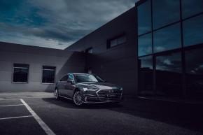 Audi Gebrauchtwagen: Plus A8 trojštvrťový pohľad spredu, šedá farba