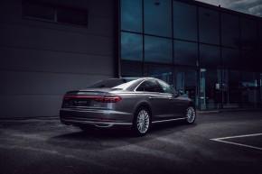 Audi Gebrauchtwagen: Plus A8 trojštvrťový pohľad zozadu, šedá farba