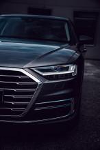 Audi Gebrauchtwagen: Plus A8 detail predná maska, šedá farba