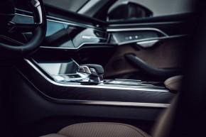 Audi Gebrauchtwagen: Plus A8 detail interiér prístrojová doska, stredový panel, šedá farba