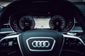 Audi Gebrauchtwagen: Plus A8 detail interiér prístrojová doska, budíky, šedá farba
