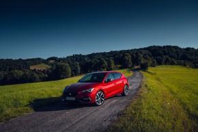 Nový SEAT Leon, trojštvrťový pohľad spredu, červená farba