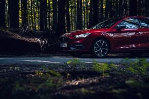 Nový SEAT Leon, pohľad zboku, červená farba