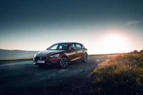 Nový SEAT Leon, trojštvrťový pohľad spredu, červená farba 2