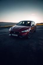 Nový SEAT Leon, trojštvrťový pohľad spredu, červená farba 3