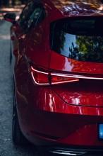 Nový SEAT Leon, pohľad , detail zadné svetlo červená farba