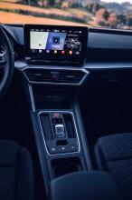 Nový SEAT Leon, interiér, prístrojová doska, stredový panel, červená farba