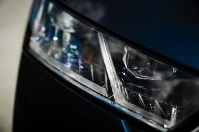 Nová ŠKODA Octavia, detail predné svetlo- PTA, modrá farba