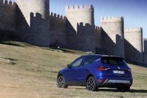 SEAT Arona- trojštvrťový pohľad zozadu-vľavo-modrá