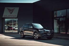 SEAT Tarraco trojštvrťový pohľad spredu-detail- čierna farba