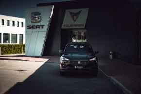 SEAT Tarraco trojštvrťový pohľad spredu- čierna farba